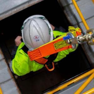 Qual a importância do detector de gases em espaços confinados?